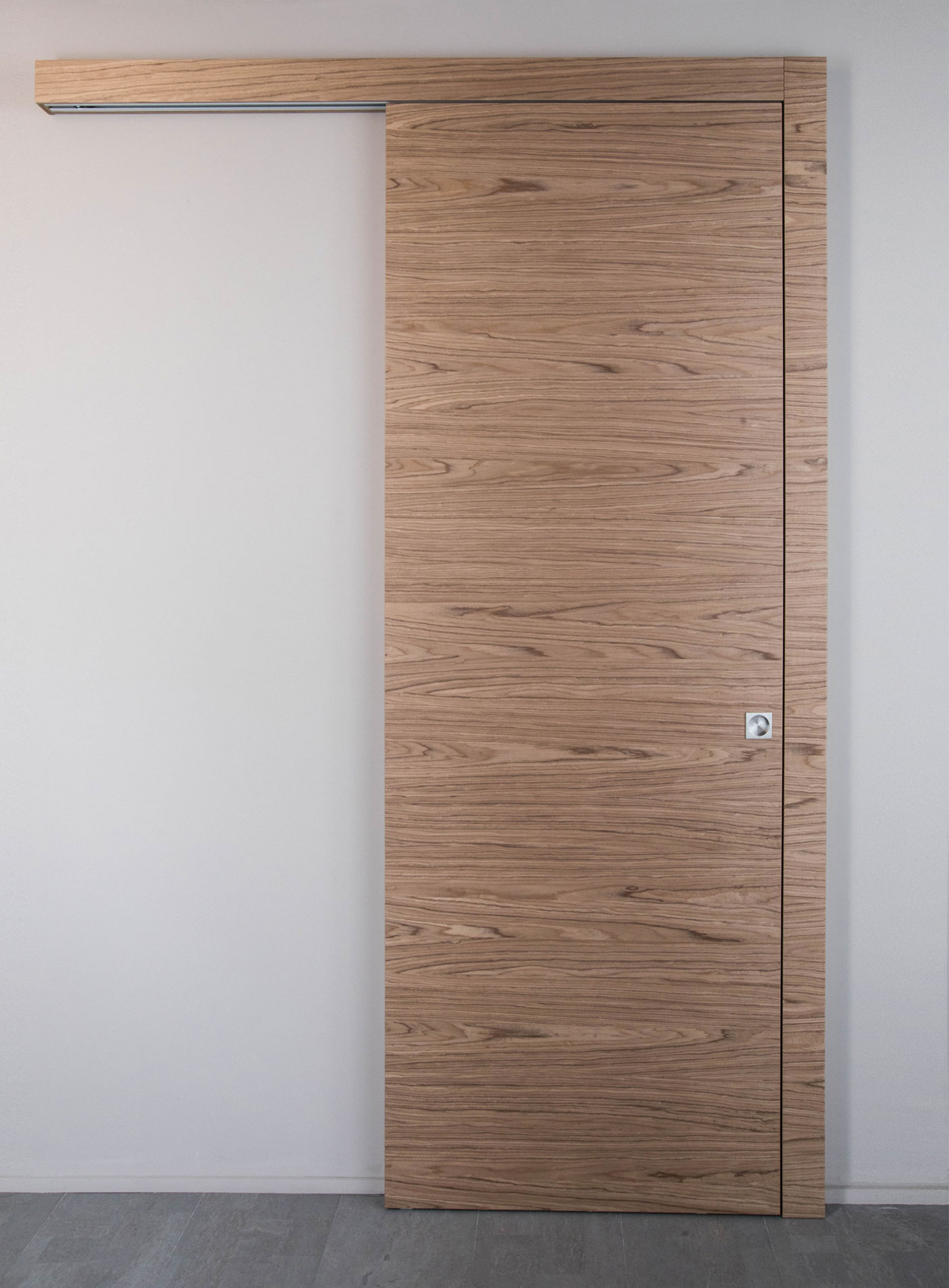 Tablo Sliding door outside the wall with closing jamb