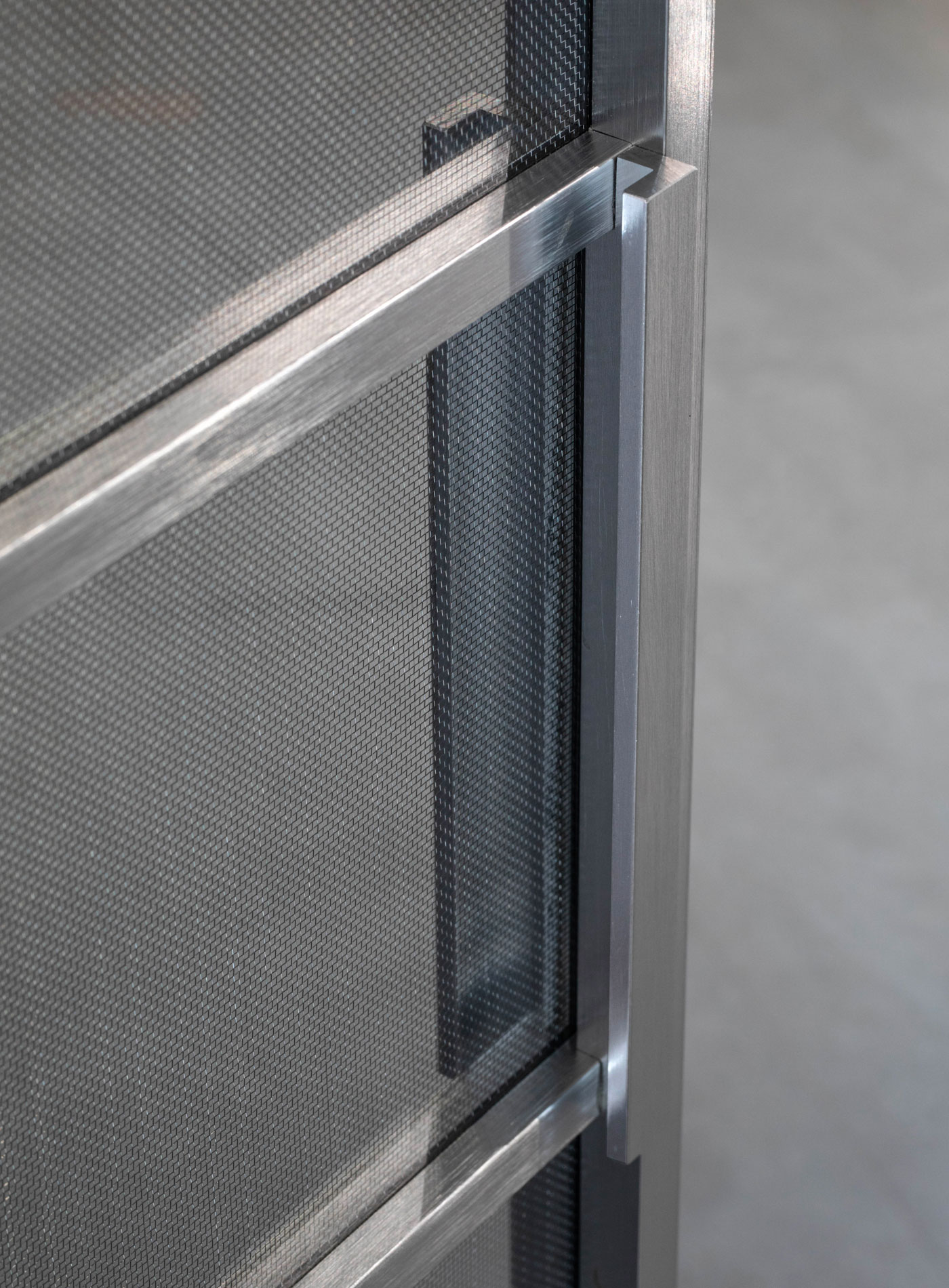 Planus Sei Pivoting system - Ultralight transparent Glass with steel Metal Mesh